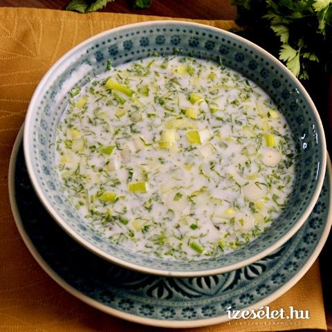 Hideg, azeri joghurtleves zöldfűszerekkel és csicseriborsóval