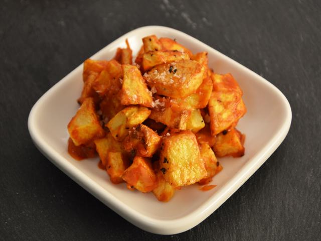 Csípős paradicsomos sült burgonya - Patatas bravas