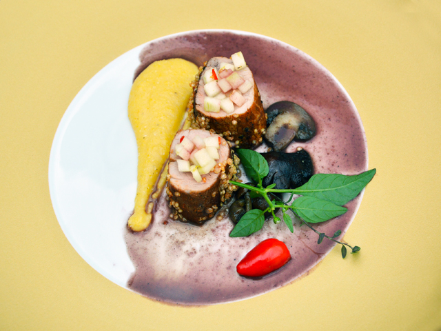 Quinoába forgatott mangalica szűz, polentával és erdei gombával