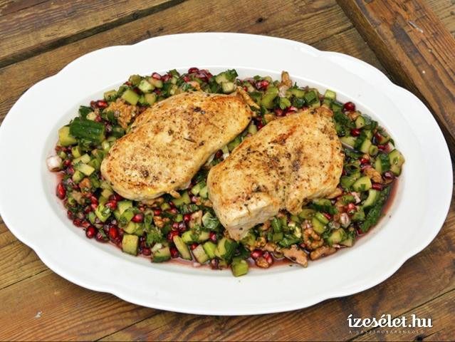 Grillezett csirkemell, petrezselymes gránátalma-salátával