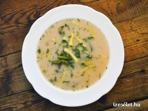 Hideg, zöldfűszeres joghurtos zöldbableves