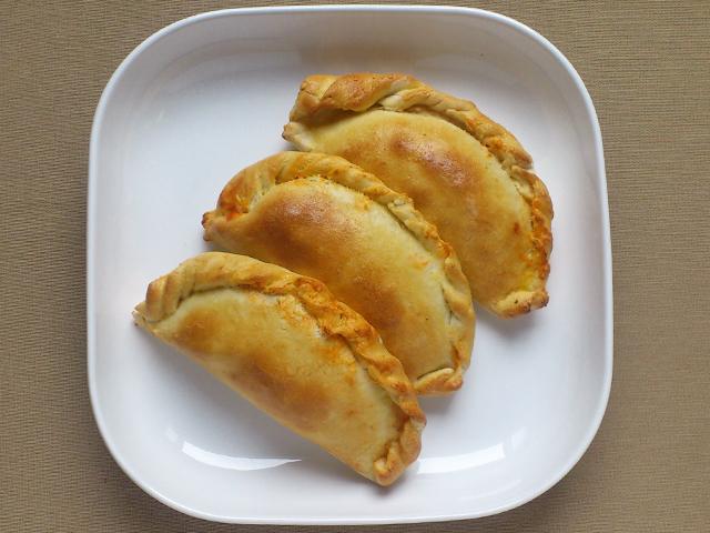 Calzone - Pizzatáska paradicsomos, ricottás töltelékkel