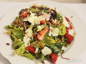 Saláta juhsajttal és eperrel