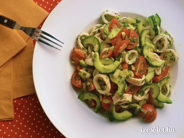 Kapros tintahal saláta uborkával és zellerrel