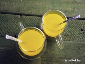 kurkumás-citromos forró mézital