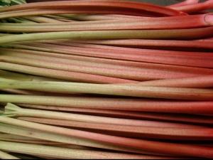 A leggyümölcsösebb zöldség - 3 tavaszi desszert rebarbarával