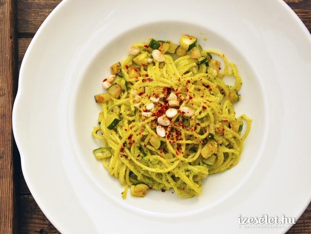 Spagetti cukkinipesztóval