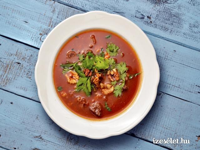 Fűszeres, paradicsomos marhahúsleves