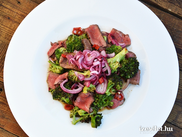 Steak brokkolisalátával
