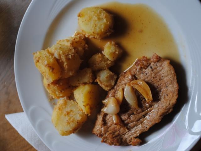 Sertésszelet konfitált fokhagymával, mustártos krumplival