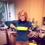 Gallusz Niki főzés közben
