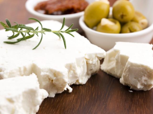 Fetával töltött mediterrán kenyér