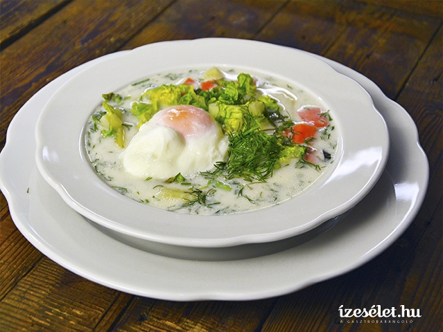 Tárkonyos leves buggyantott tojással