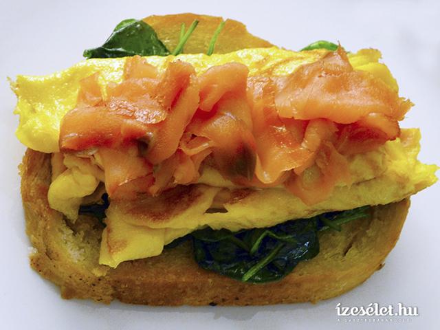 Füstölt lazacos omlett