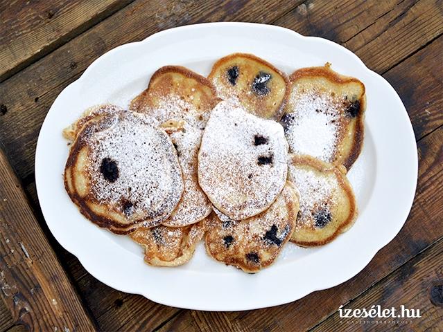 Édes reggeli: áfonyás minipalacsinta