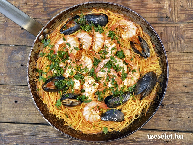 Fideua – spanyol tészta rákkal és kagylóval