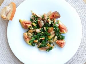 Grillcsirkesaláta spenóttal, kesudióval és fügével (gluténmentes)