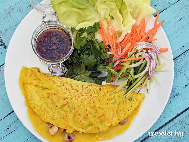 Rizslisztes, csirkés palacsinta chilimártogatóval és ázsiai salátával
