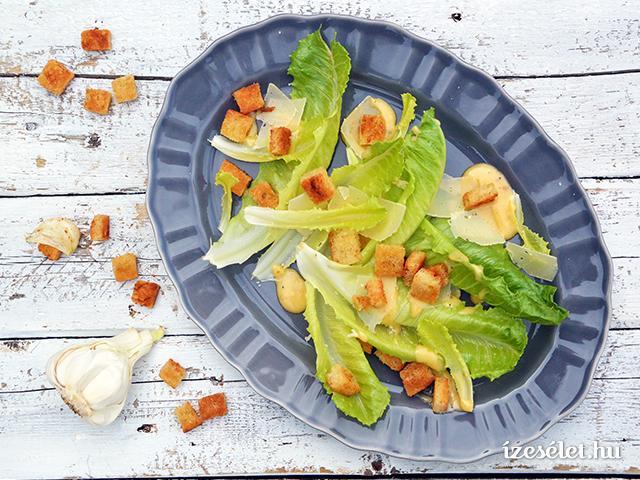 Cézár saláta krutonnal