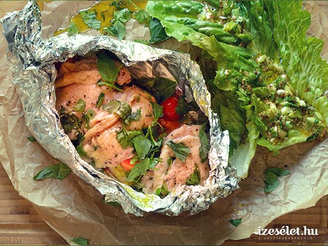Batyus csirkecombfilé vele sült zöldségekkel és római saláta kétféle öntettel