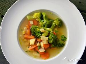 11.04 Brokkolis zöldségleves