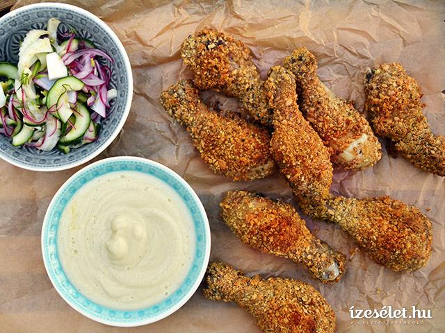 Mandulás rántott csirke, csicsókapürével és uborkasalátával