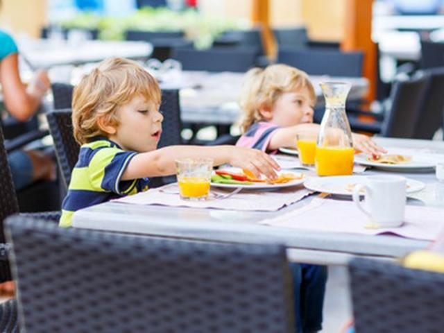 Segítség, étterembe megyünk! …Gyerekkel!