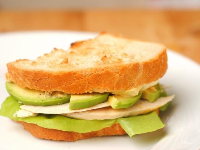Tojáskrémes, avokádós szendvics