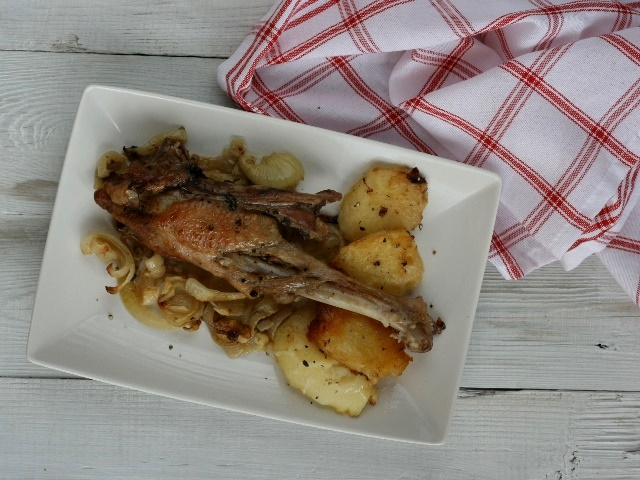 1000 forintos menü: hagymás kacsaszárnytő krumpligancával