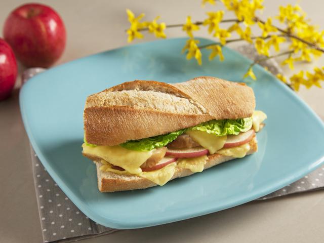 Tavaszi csirkés szendvics olvasztott sajttal