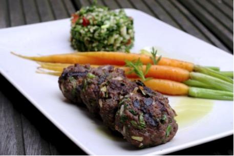 Keleties bárányburger karfiol tabbouleh-vel és párolt újrépával
