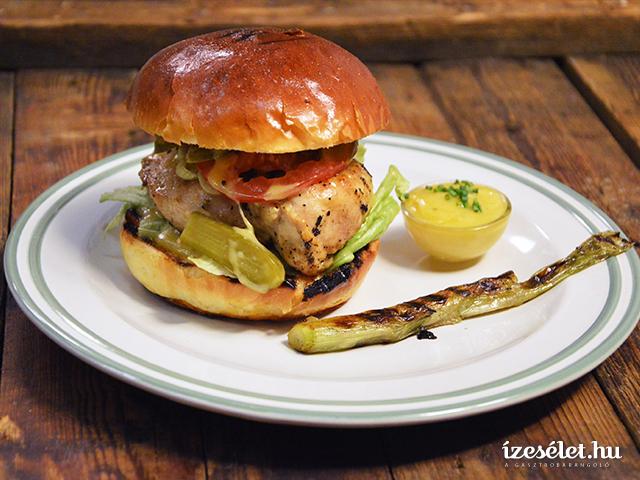 Csirkemell burger cézár mártással