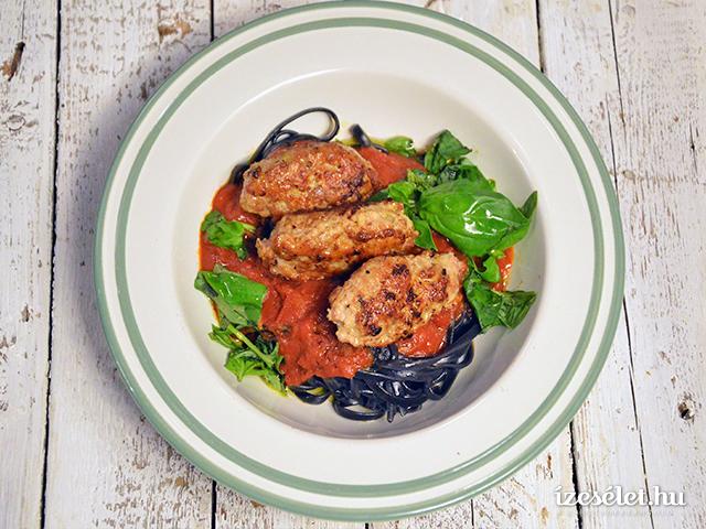 Paradicsomos húsgombóc fekete spagettivel és Svédgomba