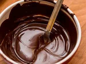 16843544 - chocolate melting in bowl
