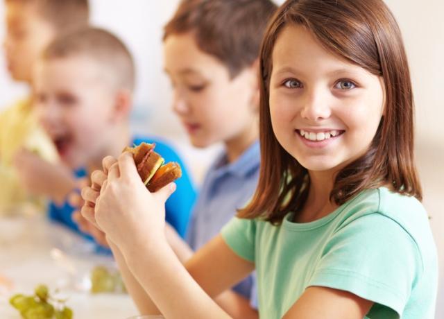 Vissza az iskolába: hogyan érjük el, hogy a gyerkőcök ne a  büfében ebédeljenek?