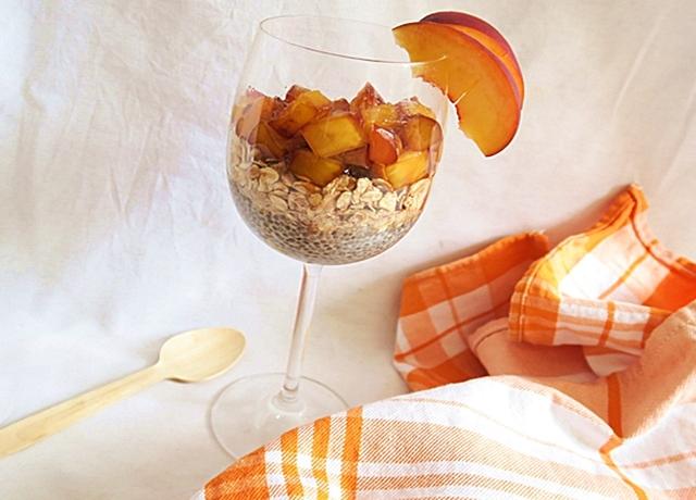 Őszibarackos-chia magos pohár desszert