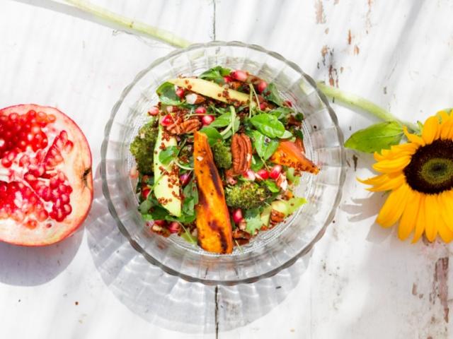 """Jamie Oliver """"Superfood"""" salátája vegán módra"""