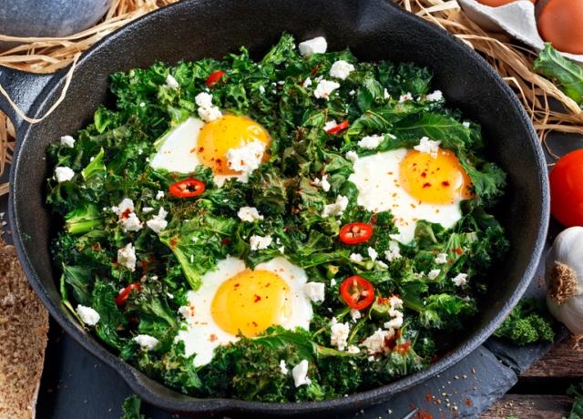 Gomba paella kelkáposztával és tojással