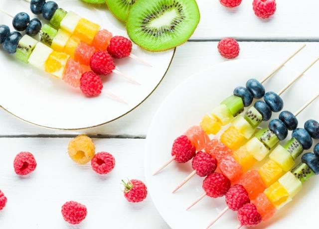 Szivárványos gyümölcsnyárs