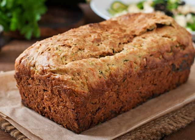 Cukkinis-olívás kenyér