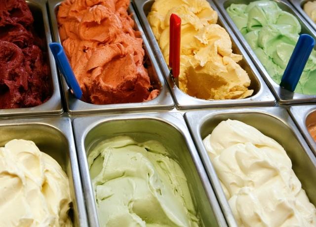 Az új sztár desszert: hideg fagyi – meleg tölcsér