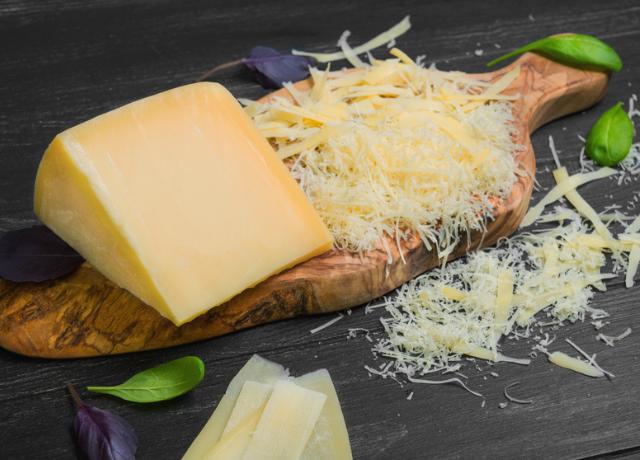 Ezért jó, ha naponta eszünk sajtot