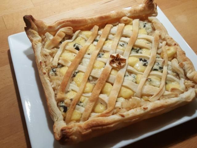 Borkorcsolyák egybegyúrva: almás sajtos pite
