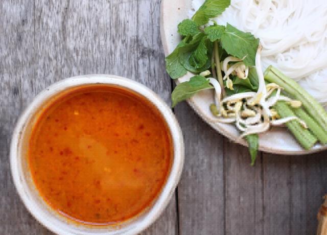 Thai vörös curry tésztaleves
