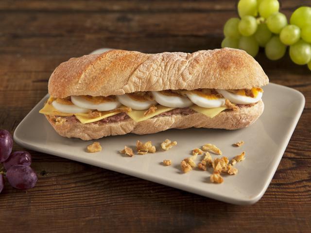 Tanyasi májkrémes szendvics gazdagon