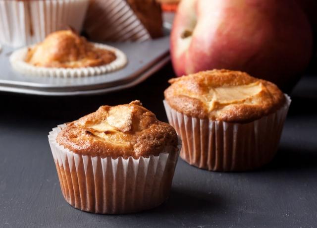 Almás-cheddar sajtos muffin