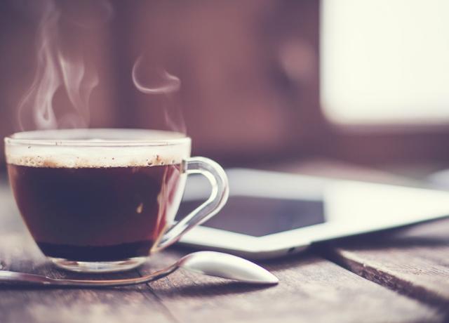 Ha ezeket a tüneteket tapasztaljuk, biztosan túl sok kávét fogyasztunk