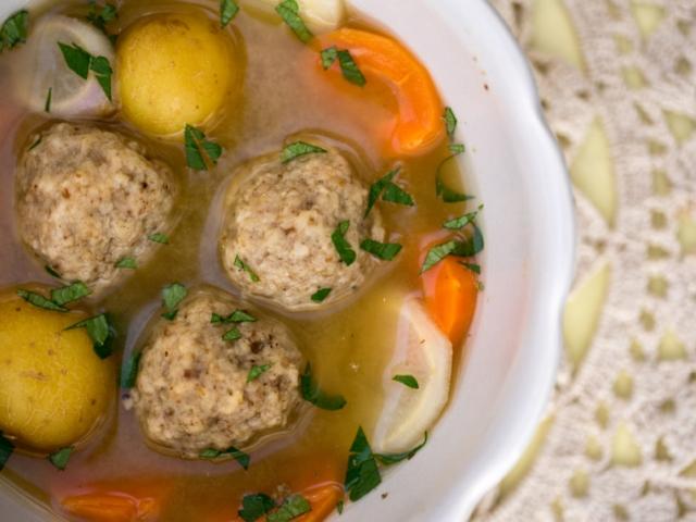 Vegán maceszgombóc – levesbe, vagy köretként