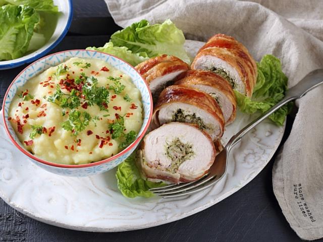 Pestós-baconös pulykarolád szerecsendiós krumplipürével