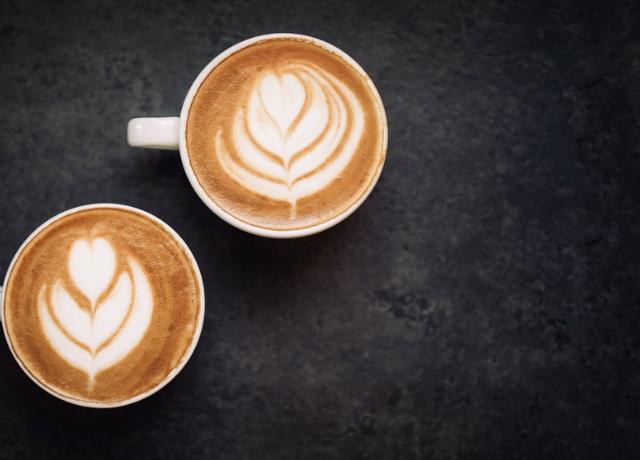 5 tipp, ha nagy társaságnak főzöl kávét
